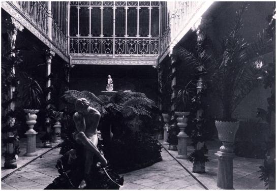 Patio interior del edificio de la Casa Lis
